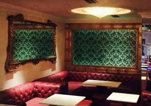 六本木の私服キャバクラ、XOエックスオーの店内画像